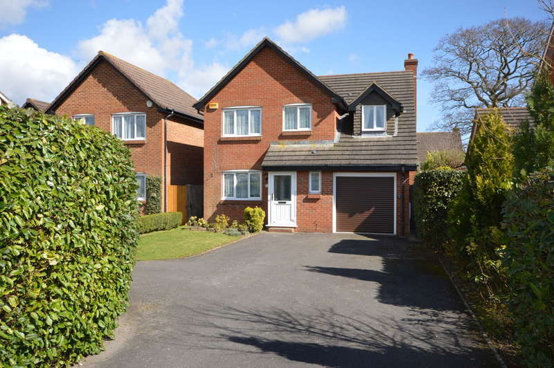 3 Bedrooms Detached House for sale in Leigh Road, New Milton