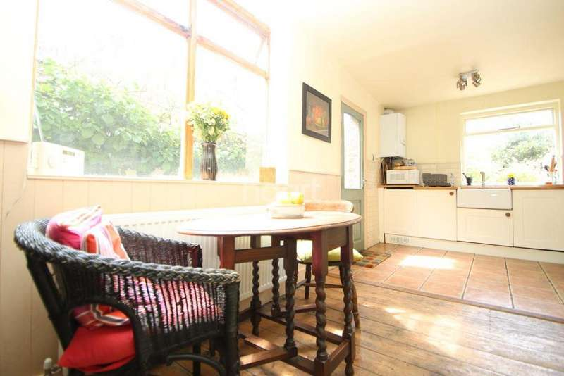 3 Bedrooms Terraced House for sale in Woodford Road, London, E7