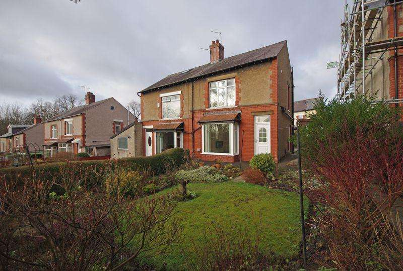3 Bedrooms Semi Detached House for sale in Crow Wood Park, Halifax, HX2 7NR