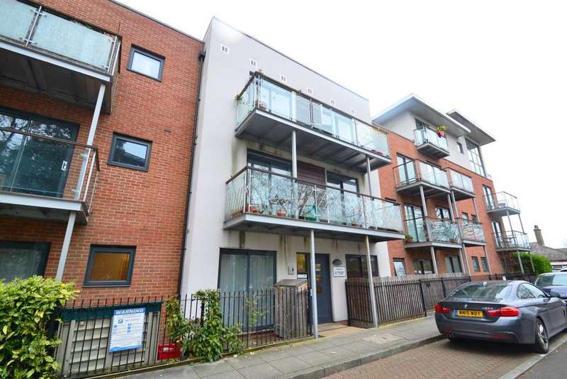 2 Bedrooms Flat for sale in Highfield Close London SE13