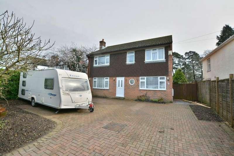 4 Bedrooms Detached House for sale in Glenwood Road, Ferndown