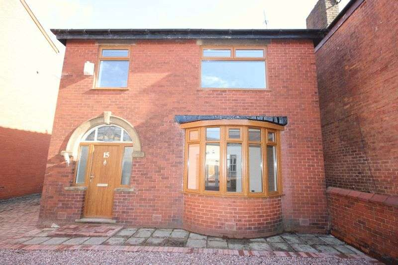 3 Bedrooms Property for sale in Manchester Road, Heywood OL10 2DZ