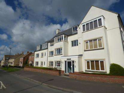 2 Bedrooms Flat for sale in Walton House, Redhouse Way, Swindon, Wiltshire