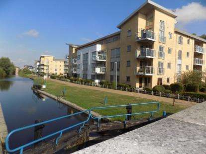 3 Bedrooms Flat for sale in Chelmsford, Essex