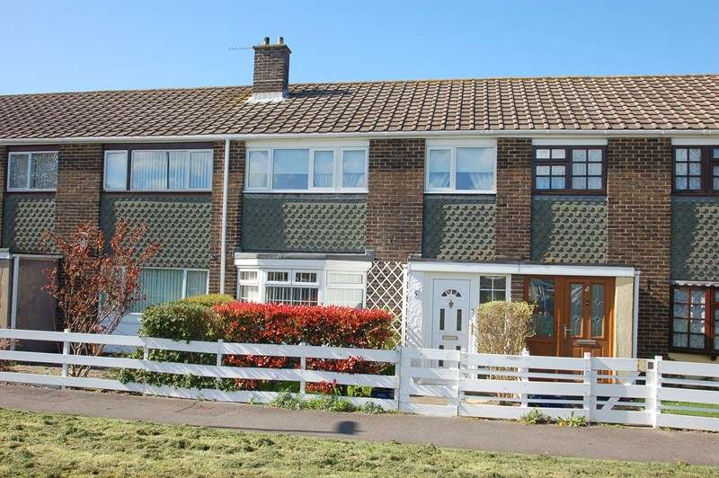 3 Bedrooms Terraced House for sale in Long Drive, Gosport