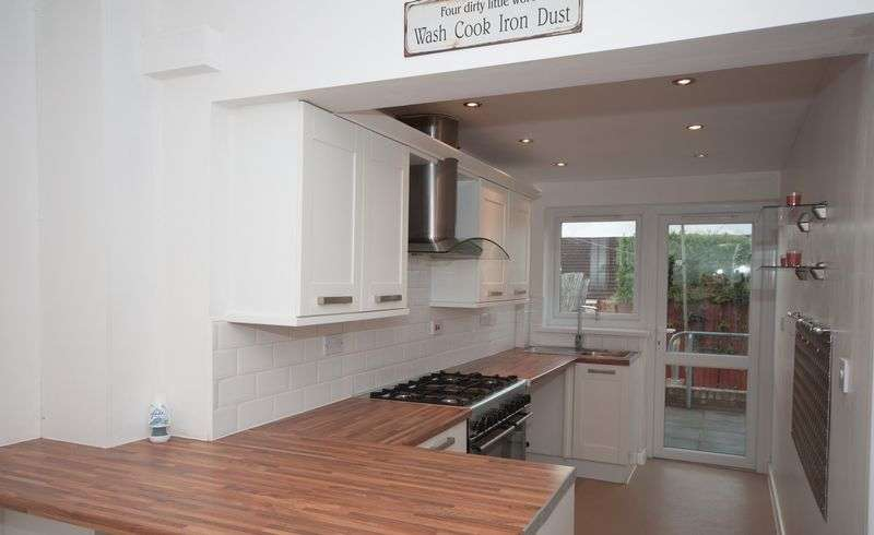4 Bedrooms Terraced House for sale in HEOL DEINIOL, NEW INN