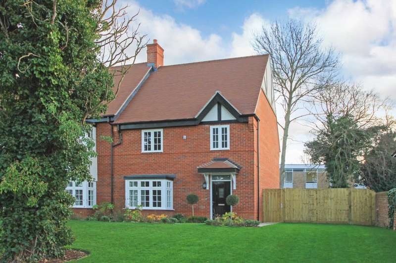 3 Bedrooms Town House for sale in Orchard Mews, High Street, Tring