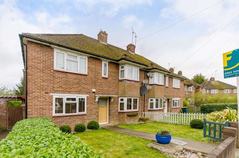 2 Bedrooms Maisonette Flat for sale in Fordham Close, Cockfosters, EN4