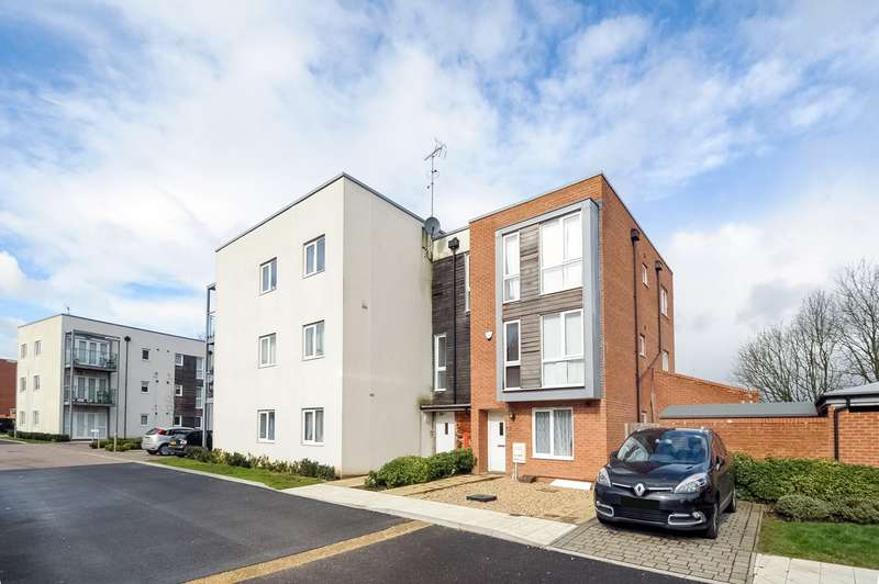 2 Bedrooms Apartment Flat for sale in Tenzing Gardens, Everest Park, Basingstoke, RG24