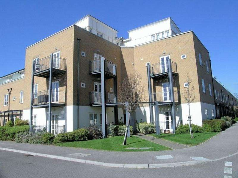 2 Bedrooms Flat for sale in Pavilion Way, Gosport