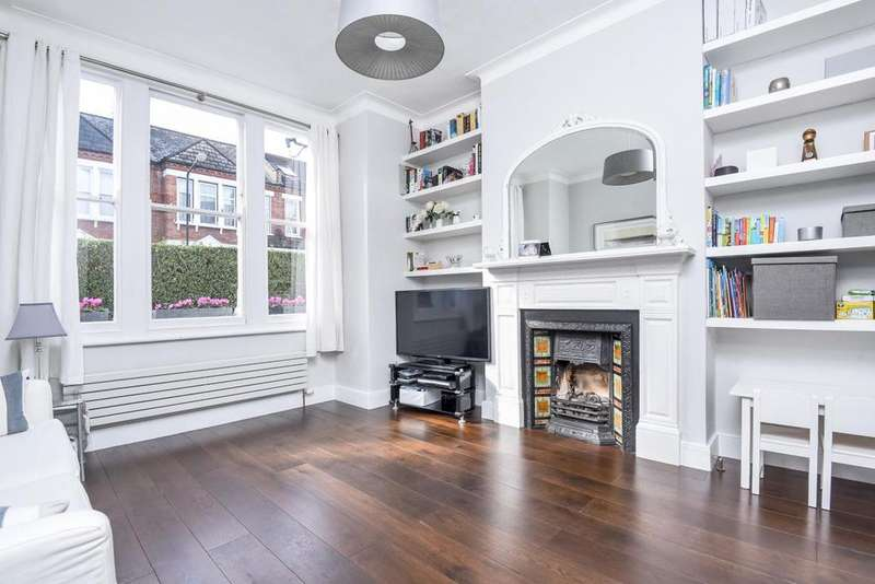 2 Bedrooms Flat for sale in Hazelbourne Road, Clapham South, SW12