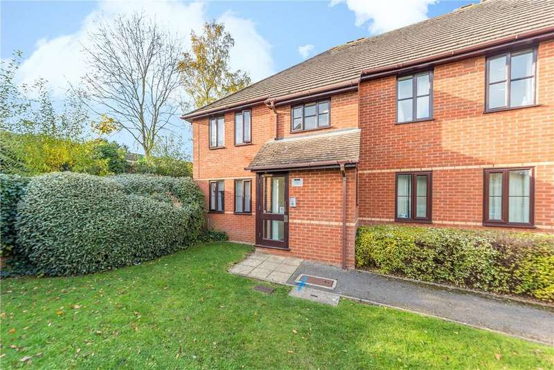2 Bedrooms Flat for sale in Balfour Court, Harpenden, Hertfordshire