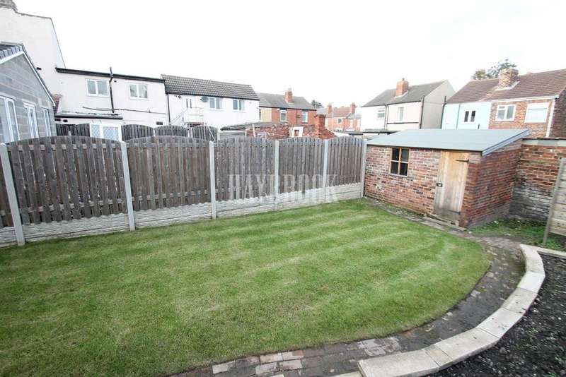 3 Bedrooms Semi Detached House for sale in Oxford Street, Clifton