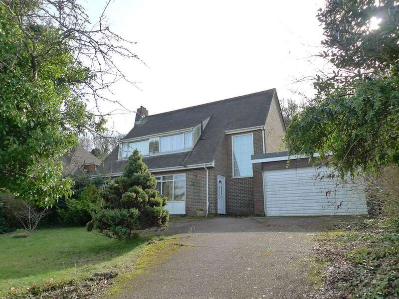 4 Bedrooms Detached House for sale in Cranborne Avenue, Meads, Eastbourne, BN20
