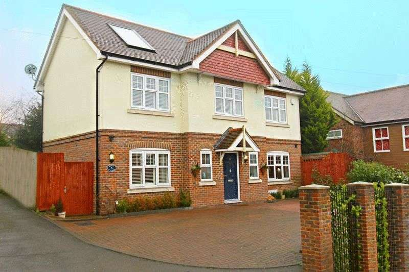 3 Bedrooms Detached House for sale in Godstone Hill, Godstone