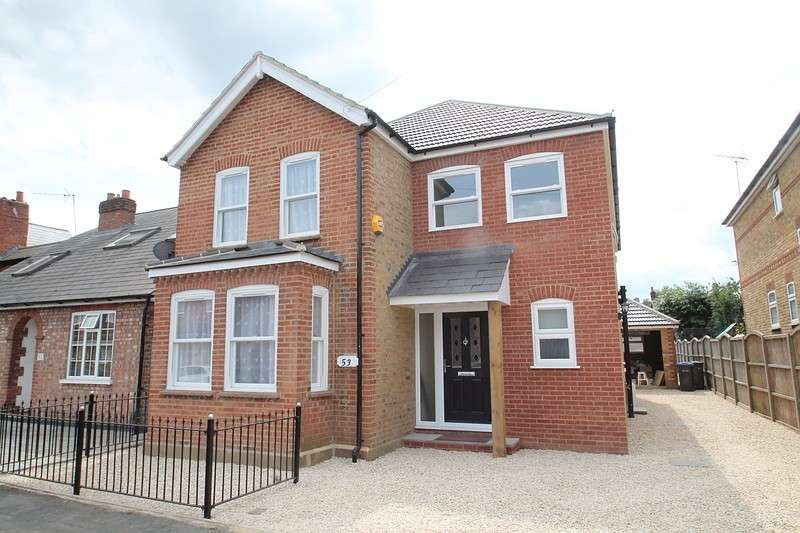 4 Bedrooms Detached House for sale in South Avenue, Egham, TW20