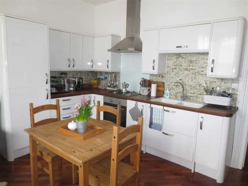2 Bedrooms Apartment Flat for sale in Cromwell Terrace, Scarborough