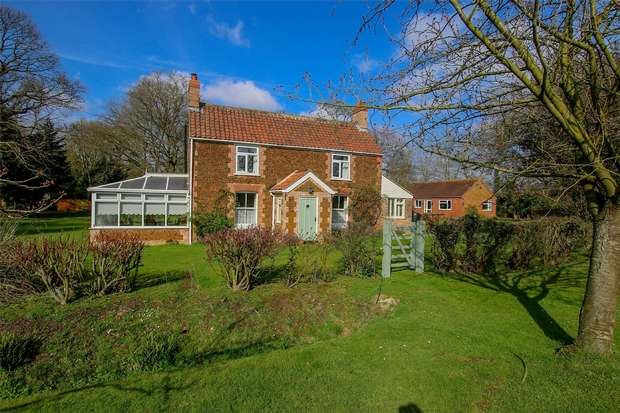 4 Bedrooms Detached House for sale in South View, Pott Row
