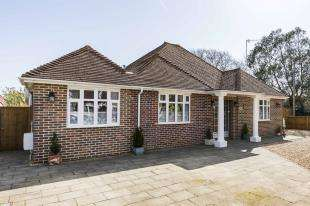 3 Bedrooms Bungalow for sale in Roundle Avenue, Felpham, Bognor Regis, West Suusex