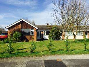 3 Bedrooms Bungalow for sale in Downs Way, Sellindge, Ashford