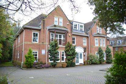 2 Bedrooms Flat for sale in Talbot Wood, Bournemouth, Dorset