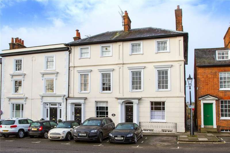 2 Bedrooms Flat for sale in Keep House, 32 Castle Street, Farnham, Surrey, GU9