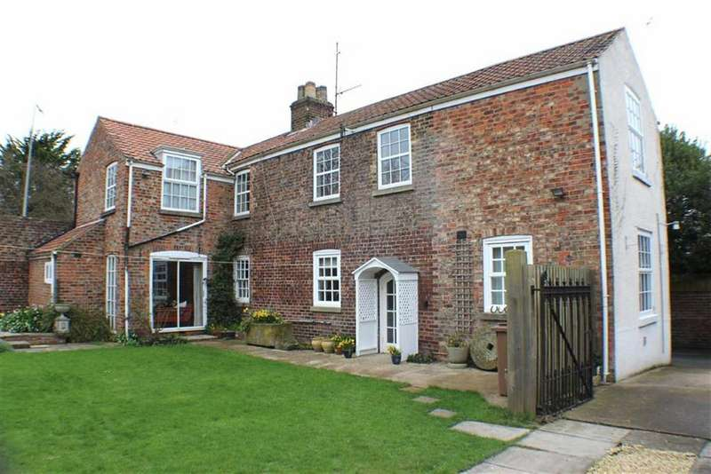3 Bedrooms Detached House for sale in Marton Road, Bridlington, East Yorkshire
