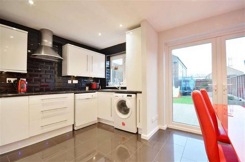 2 Bedrooms Terraced House for sale in Silk Mill Road, Watford, Hertfordshire