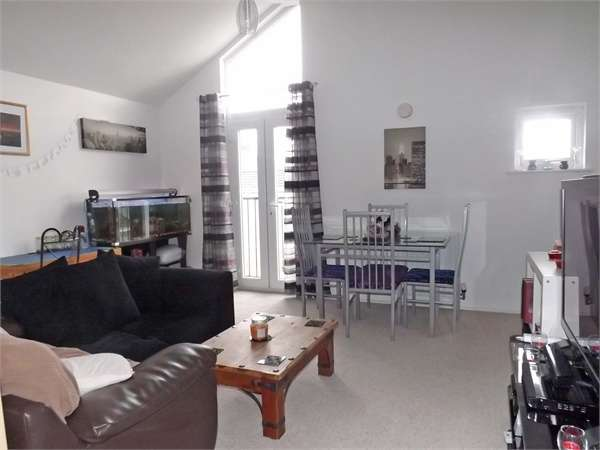3 Bedrooms Flat for sale in Buchanan Court, Buckshaw Village, Chorley, Lancashire