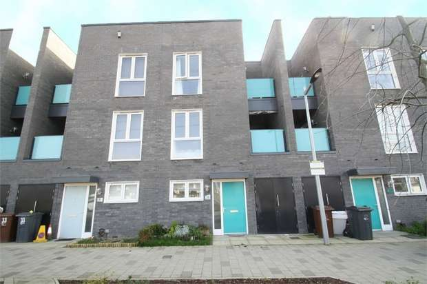 4 Bedrooms Town House for sale in Minter Road, Barking, Essex
