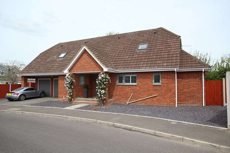 4 Bedrooms Detached House for sale in Pelican Mead, Hightown, Ringwood
