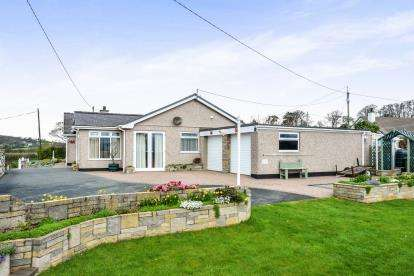 4 Bedrooms Bungalow for sale in Llangoed, Beaumaris, Sir Ynys Mon, North Wales, LL58