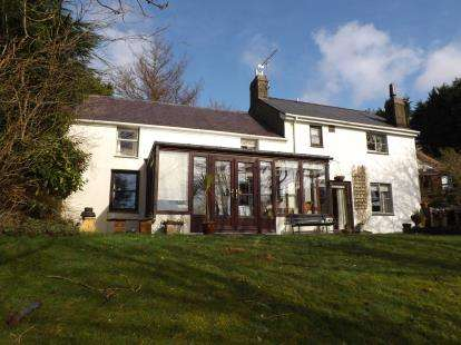 4 Bedrooms Detached House for sale in Garndolbenmaen, Gwynedd, LL51