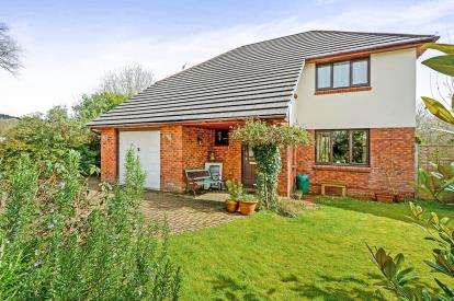 4 Bedrooms Detached House for sale in Gloweth, Truro, Cornwall