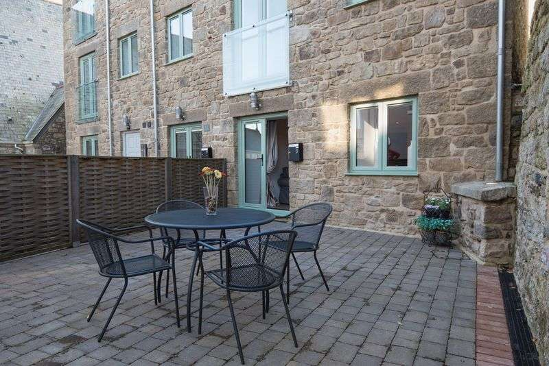 2 Bedrooms Flat for sale in Central St Ives yet tucked away