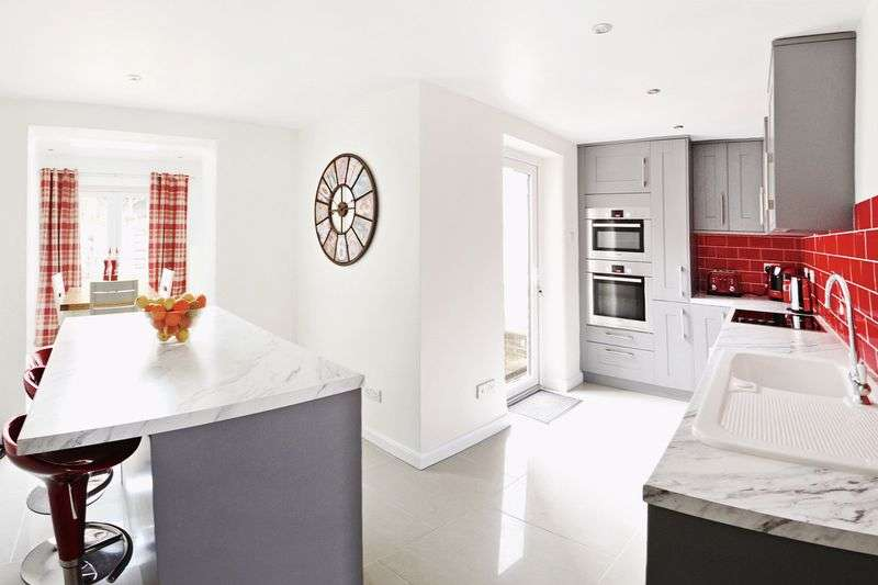 3 Bedrooms Terraced House for sale in Maiden Newton, Dorchester, DT2