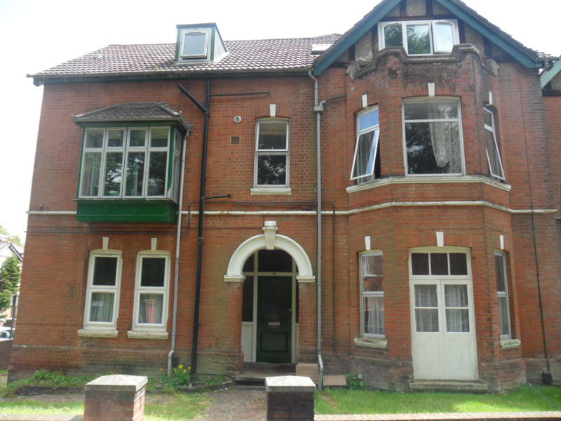 4 Bedrooms Flat for rent in Furzedown Road,