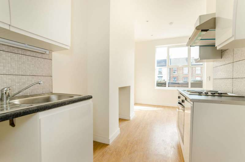 1 Bedroom Flat for sale in Barking Road, Plaistow, E13