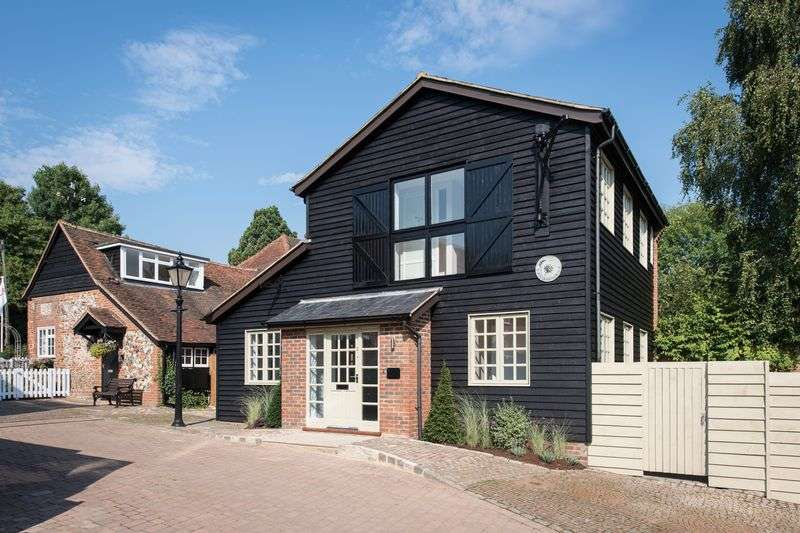 2 Bedrooms Detached House for sale in Penn