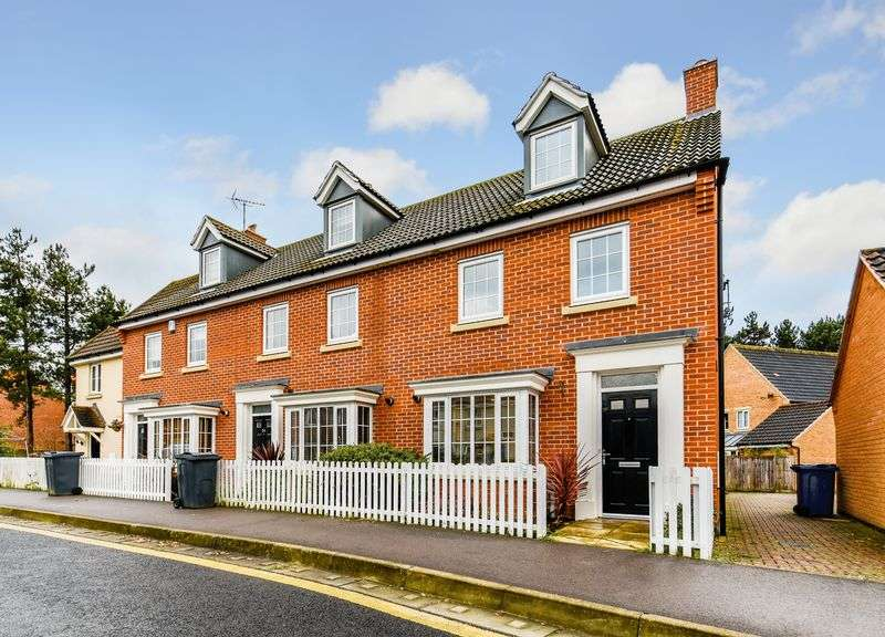3 Bedrooms Terraced House for sale in Hundred Acre Way, Red Lodge, IP28