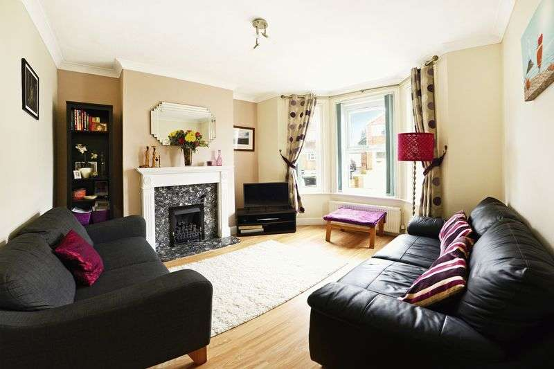 3 Bedrooms Semi Detached House for sale in Easter Road, Bournemouth, BH9