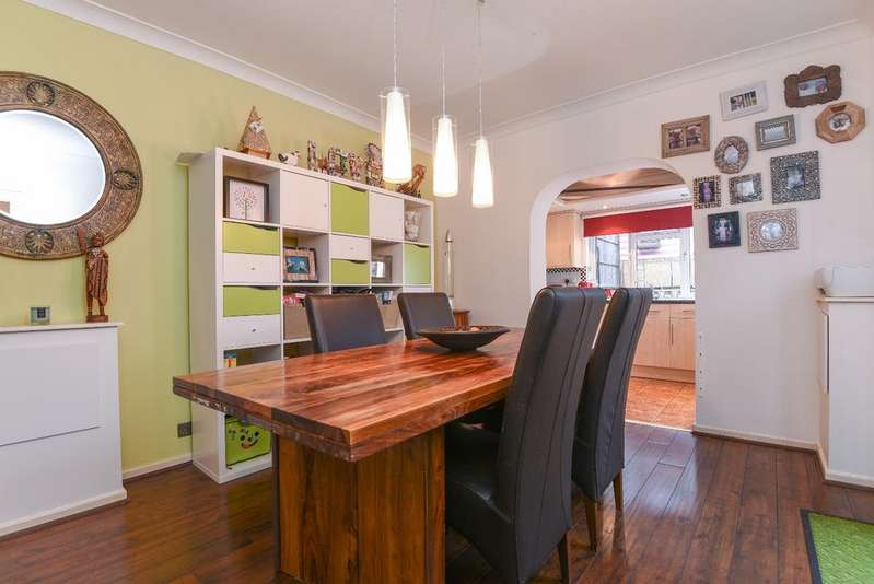 3 Bedrooms Semi Detached House for sale in Shooters Hill London SE18