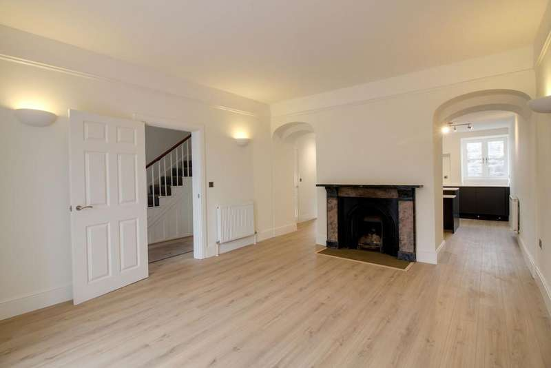 4 Bedrooms Terraced House for sale in Park Crescent, St Marychurch