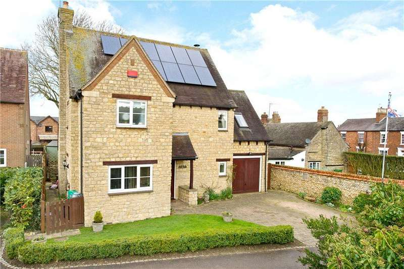3 Bedrooms Detached House for sale in Carriers Close, Hanslope, Milton Keynes, Buckinghamshire
