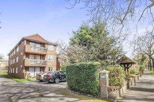 2 Bedrooms Flat for sale in Brasted Lodge, 20 Park Road, Beckenham, United Kingdom