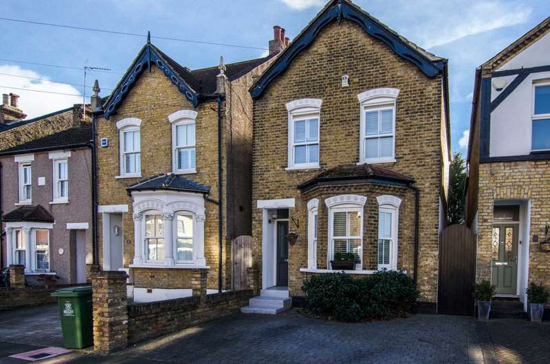 3 Bedrooms Detached House for sale in Clarence Road, Sidcup, DA14 4DL
