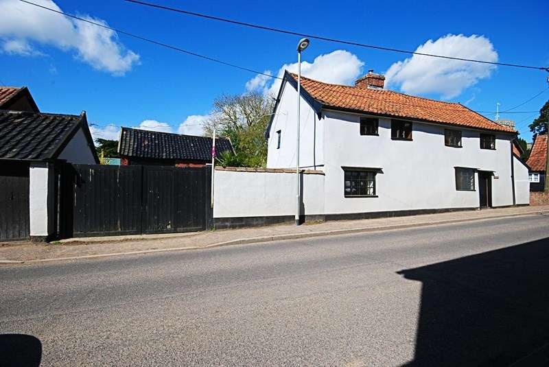 4 Bedrooms Cottage House for sale in The Street, Dickleburgh, Diss