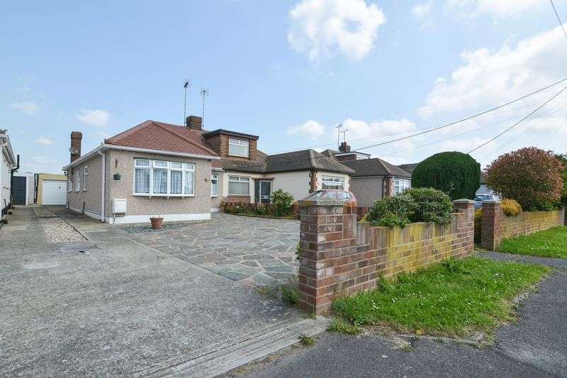3 Bedrooms Semi Detached Bungalow for sale in Oxford Road, Rochford