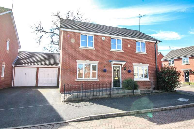 4 Bedrooms Property for sale in Wheatcroft Close, Redditch