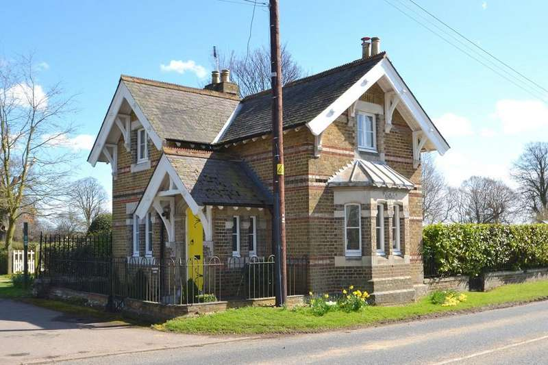 3 Bedrooms Detached House for sale in Main Road, Woolverstone, Ipswich, Suffolk